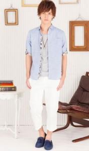 七分袖シャツと白パンツ