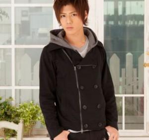 黒のPコート