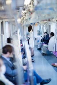 電車の中の通勤風景
