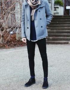黒スキニーパンツと黒い靴