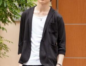 柔らかくて伸びる生地の夏用黒ジャケット