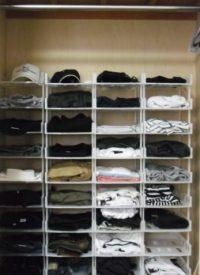 100均グッズでクローゼットの服を綺麗に収納