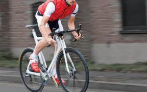 自転車の前傾姿勢と手の痺れ