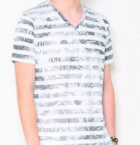 グレーシャツに合うTシャツ