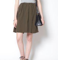 カーキ色のスカートと街コン