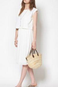 夏の街コンの女の服装
