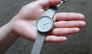 シンプルで存在感がある腕時計