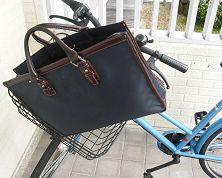 通勤カバンと自転車