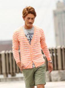 金髪男子の夏ファッション