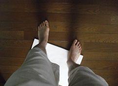 デスクワークで足の痛みを予防