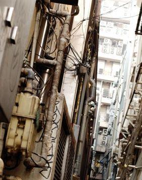 東京は空が狭い