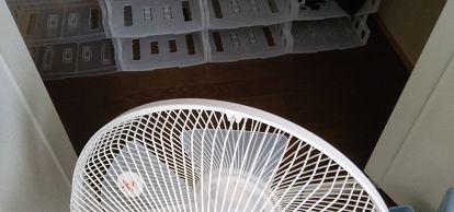 クローゼットの湿気対策で扇風機