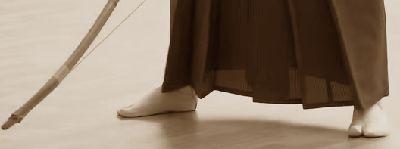 弓道の弓と足