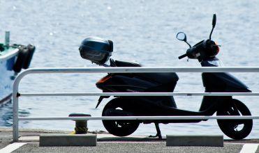 原付バイクに弓を積むのは違法か