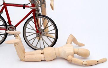 自転車で弓を持ち運ぶと危険