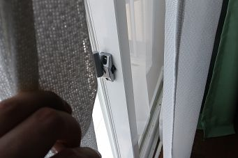 窓を開けてエアコン掃除