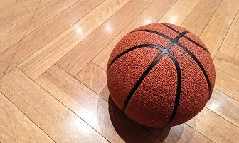 バスケットボールの空気を抜く