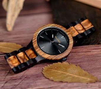 木製腕時計は変色するか