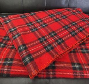 電気毛布をホットカーペット代わりにするのは危険