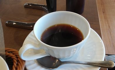 サイフォンコーヒーをカップに注ぐ方法