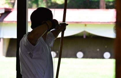 台風の突風で弓道の会のバランスが崩れることがある