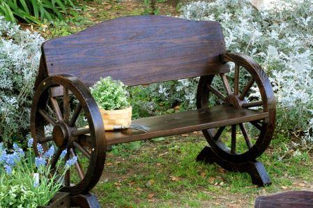 車輪をモチーフにしたベンチ
