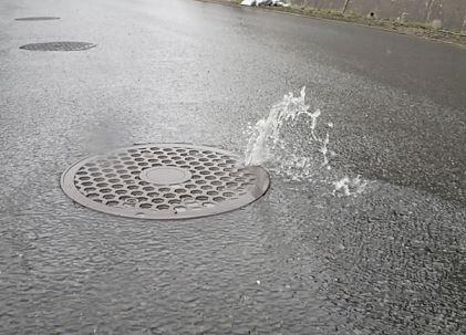 台風中の弓道では矢道が水浸しになることがある