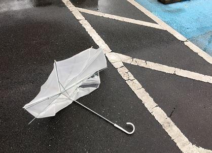 台風中のランニングでは傘がよく飛んでくるので注意すべし
