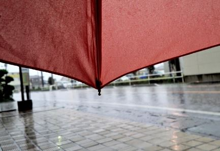 雨でも滑りにくいスニーカー