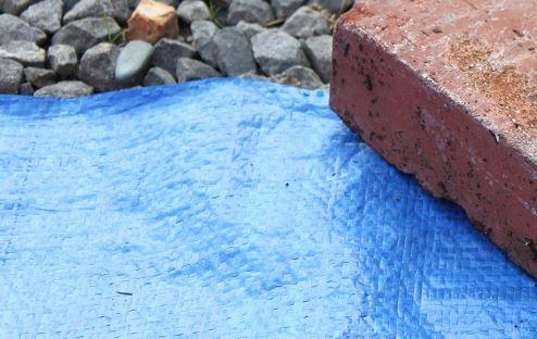 ブルーシートはなぜブルーなのか