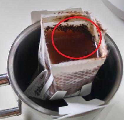 ドリップバッグの中にココアの粉を直接入れるとフィルターが詰まってコーヒーが作れない
