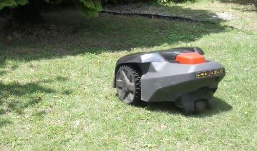 草刈りで腰が辛い人におすすめのロボット草刈り機