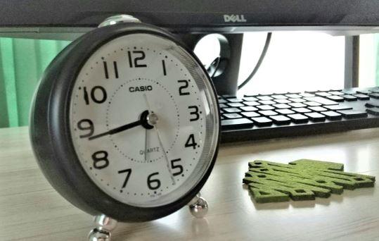 カシオの目覚まし時計TQ-149-5JFの口コミ!びっくりしない電子音がいい感じ